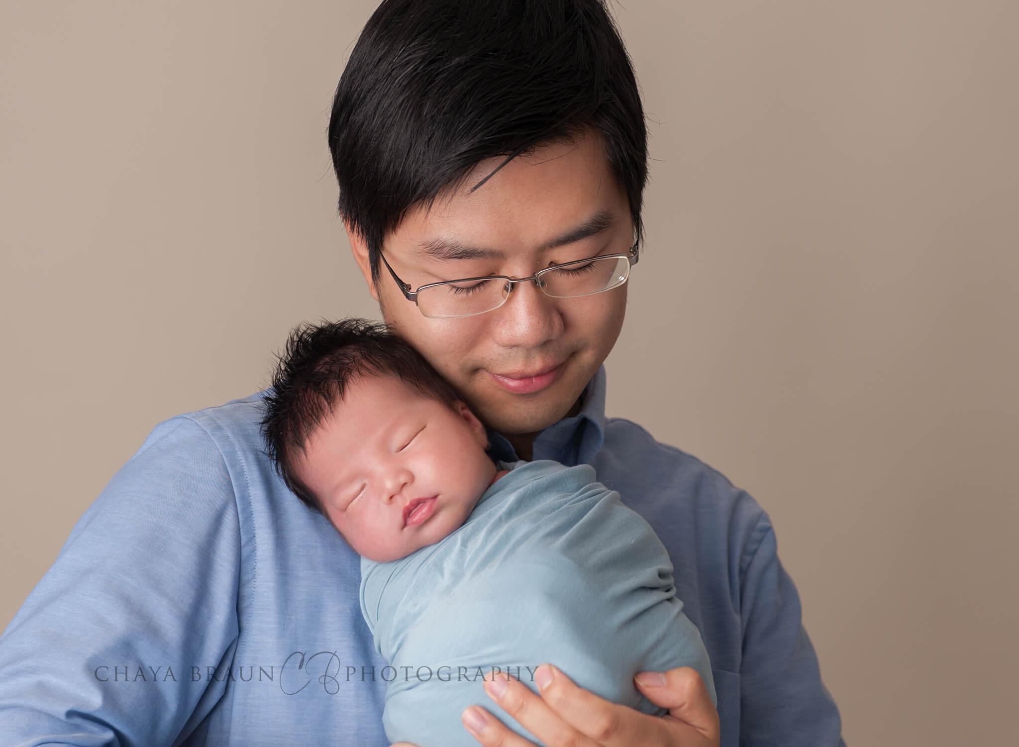dad and newborn baby